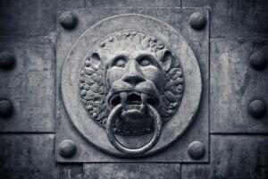 metal-door-knock
