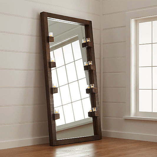 Огледало във врата