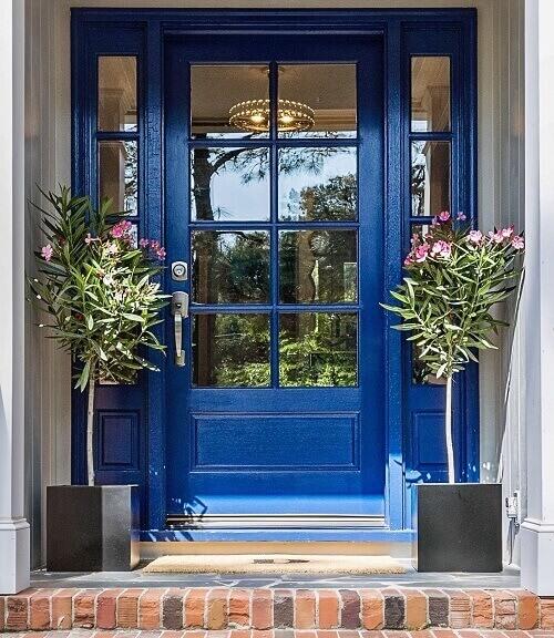 Синя входна врата