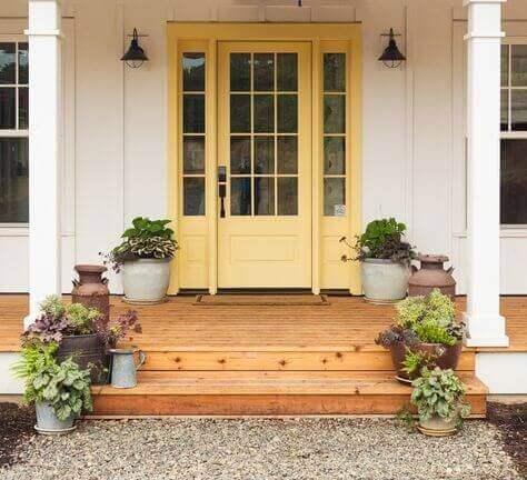 Входна врата в цвят лайм